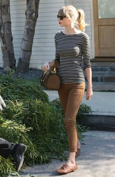 Super cute Taylor Swift look: striped tee with camel jeans and woven oxford flats