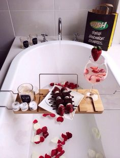 These are the best DIY Valentine's Day gifts for him or her! These are the best DIY Valentine's Day gifts for him or her! Valentine Desserts, Valentines Diy, Valentine Day Gifts, Valentine Theme, Valentines Day For Him, Romantic Valentines Day Ideas, Romantic Birthday, Decoration Bedroom, All I Ever Wanted