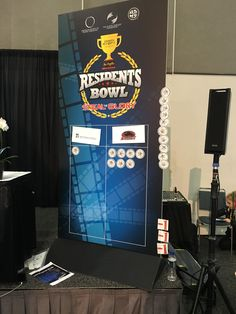 We're halfway through the Residents Bowl final! After five questions, Southern Illinois leads 7-1 against Northwestern. #PSTM16