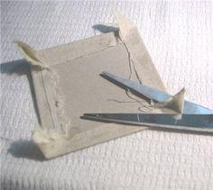 Хочу поделиться простым способом внутреннего оформления шкатулок различными тканями. В этом мастер-классе будет показан основной принцип, ткани в последующем можно брать любые! Нам понадобятся следующие материалы: готовая шкатулка, линейка, карандаш, сантиметр, клей, картон, ножницы, бумажный скотч, утюг. Вымеряем линейкой внутренние размеры шкатулки.