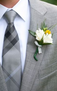 flower idea. not crazy about the little tie but like the greenery w/ white and yellow.