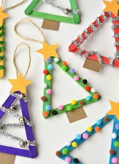 Next Post Previous Post idées créatives d'activité manuelle pour maternelle Manuelle Weihnachtsaktivitäten, Weihnachtsbäume aus Eisstöcken, Papierstern, Pompons Christmas Activities, Christmas Crafts For Kids, Craft Stick Crafts, Simple Christmas, Kids Christmas, Handmade Christmas, Holiday Crafts, Christmas Decorations, Christmas Ornaments