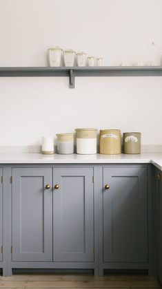Kitchen Makeover Inspiration {Traditional Meets Contemporary} : Grey Kitchen Cupboards, Brass Knobs And Silestone Lagoon Worktops - Source: Devol Rustic Country Kitchens, Rustic Kitchen, Cheap Kitchen, Kitchen Tips, Diy Kitchen, Kitchen Ideas, Grey Kitchen Cupboards, Base Cabinets, Kitchen Cupboard Colours