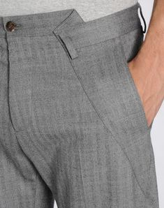 Men Clothing Casual pants from Maison Martin Margiela men's 2014 f/w. Clothing construction here is crazy. I'd love to know how sturdy these are. Men Clothing Source : Casual pants from Maison Martin Margiela Mode Masculine, Mode Alternative, Mein Style, Fashion Details, Fashion Design, W Clothing, Clothing Styles, Pattern Cutting, Sewing Clothes