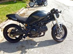 Selling an OEM Front Fender. This has been chopped sanded and spraypainted semi-gloss black to create a shorter more sport cafe Fender. Ducati 796, Ducati Cafe Racer, Cafe Racers, Ducati Monster 695, Ducati Monster Custom, Racing Motorcycles, Bike Life, Choppers, Custom Bikes