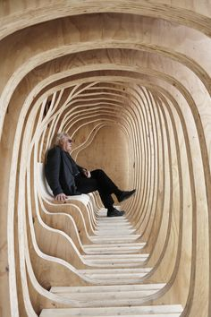 First-Year Architecture Students Design READER Shelter in Estonia,© Paco Ulman Исчезновение грани с природой