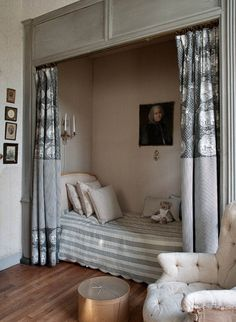 Beautiful French Romance Through A Poetic Setting Of Antiques And Shabby Chic Furniture – Furniture Shabby Chic Furniture, Chic Living Room, Alcove Bed, Home, Bed Nook, Bed In Closet, Bedroom Design, Shabby Chic Homes, Home Decor