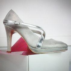 #zapato tipo #salon #stiletto con #plataforma #platform #shoes #platformpumps #heels #highheels #detalles #tiras #hebilla #handcrafted #womenshoes #madeinspain jorgelarranaga.com