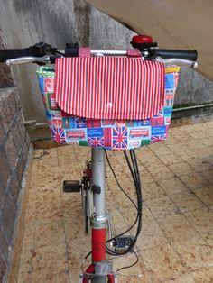 Bolsa para bike, confeccionada em tecido 100% algodão, estruturada com manta, fechamento com botão de pressão, para levar flores e comprinhas,faço sob medida.