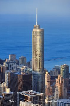 Trump Tower Chicago:::Visit our website: www. or Call: for more info! Chicago Tower, Chicago City, Chicago Skyline, Chicago Illinois, Lago Michigan, Chicago Buildings, Visit Chicago, Trump Tower, My Kind Of Town