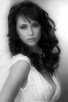 medium length hair ~ Jennifer Love Hewitt- so pretty!