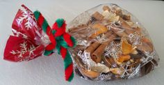 How to Make Simple Holiday Potpourri Ingredients (Amounts vary according to how much you need): ■dried orange peels - about one cup ■cinnamon sticks (6-8) ■whole cloves (about 2 tablespoons) ■whole allspice (about 2 tablespoons)