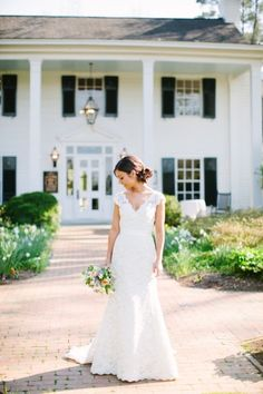 Spring barn wedding in Chapel Hill: http://www.stylemepretty.com/2014/07/14/spring-barn-wedding-in-chapel-hill/   Photography: http://annarouthphoto.com/