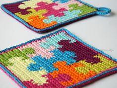 Topflappen häkeln - Puzzle-Motiv häkeln Granny Square Crochet Pattern, Crochet Diagram, Crochet Squares, Filet Crochet, Knit Crochet, Crochet Strawberry, Knitting Patterns, Crochet Patterns, Crochet Potholders