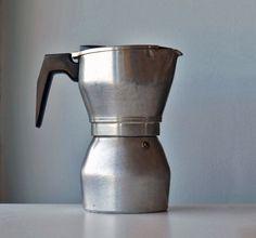 Vintage Moka GB Susy Espress 9 tazze caffettiera in di RosaGeranio Large Coffee Maker, Italian Coffee Maker, Italian Espresso, Coffe Maker, Espresso Maker, Espresso Coffee, Espresso Machine, Moka, Cafetiere
