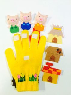 Anyone counting down to spring? Anyone have lost gloves lying around from winter? If you have kids, there's bound to be at least one or two floating around. Instead of tossing them, make finger puppets/stories! Glove Puppets, Felt Puppets, Felt Finger Puppets, Felt Diy, Felt Crafts, Finger Puppet Patterns, Felt Stories, Felt Quiet Books, Three Little Pigs