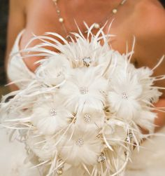 Looking to bring a touch of whimsy to your wedding? Here's a gorgeous bouquet of feathers.