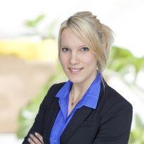 Hej jag heter Sara Sällström och jobbar som mäklare på Notar Bromma & Spånga. Andra områden jag är proffs på är Ekerö med omnejd.