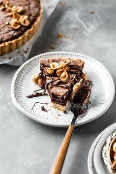 Chocolate Hazelnut Tart Tart Recipes, Sweet Recipes, Dessert Recipes, Hazelnut Recipes, Dessert Ideas, Sweet Desserts, Just Desserts, Delicious Desserts, Sweet Pie