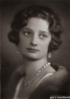 H.M. Astrid, Koningin van België. 1934, bromide foto formaat 11 x 16 cm. Foto van Robert Marchand, uit de verzameling van Wilfried Vandevelde.