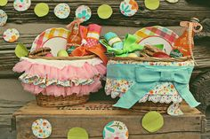 SnowyBliss: Picnic Easter Baskets. Love how she decorated the basket