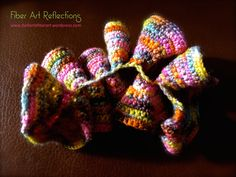 Hyperbolic Crochet Tutorial: The Expanding Spiral All of the photos below are of the same hyperbolic crochet piece. What I love about this particular form is that it can be twisted, folded, and s… Crochet Ruffle, Crochet Geek, Freeform Crochet, Crochet Art, Irish Crochet, Crochet Motif, Crochet Flowers, Crochet Stitches, Crochet Patterns