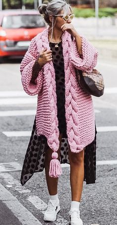 Trendy Outfits, Cool Outfits, Girly Outfits, Beautiful Outfits, Extreme Knitting, Poncho Sweater, Couture, Easy Crochet Patterns, Light Jacket