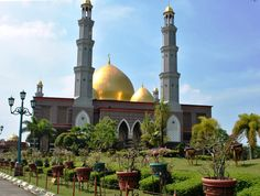 Masjid Kubah Emas - The Golden Dome Mosque