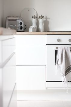 white cupboards + wooden bench top + white oven ideal kitchen design