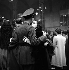 A couple saying goodbye during the Second World War. Photographed by Alfred Eisenstaedt. #1940s