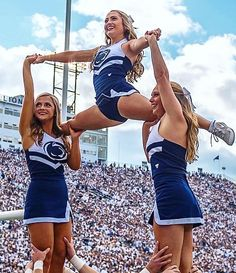 When Cheerleaders Skimpy Clothing Malfunctions At Just The Right Time! Cheer Team Pictures, Cheerleading Pictures, College Cheerleading, Cheerleading Outfits, Wardrobe Fails, Cheers, Cheer Poses, Professional Cheerleaders, Nfl Cheerleaders