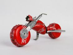 Coca-Cola Redneck Chopper, made out of Coke-A-Cola bottle caps and cans. This would be a cute Christmas ornament for the motorcycle lover. Bottle Cap Art, Bottle Cap Crafts, Bottle Top, Aluminum Can Crafts, Aluminum Cans, Pop Can Crafts, Crafts For Kids, Always Coca Cola, Pop Cans