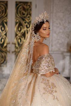 Dress designed by Fancy Wedding Dresses, Crystal Wedding Dresses, Luxury Wedding Dress, Formal Dresses For Weddings, Designer Wedding Dresses, Bridal Dresses, Stylish Gown, Fantasy Gowns, Wedding Dress Gallery