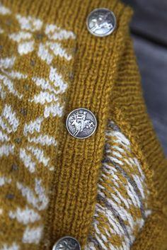 Livs Lyst: vårplukk Winter Is Here, Yarn Crafts, Needlework, Mittens, Knitting Patterns, Knit Crochet, Creations, Wool, Fabric