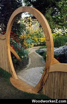 circular garden gate by John Glover. .. More Woodworking Projects on www.woodworkerz.com