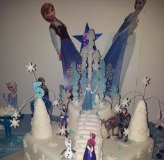 Amazing Elsa and Olaf Frozen themed Childrens Birthday Cake - aren't some people so talented !