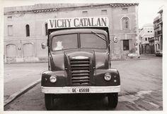 https://flic.kr/p/EGZdeN | Camión de época de Vichy Catalan | Foto: BALLO, S.A., Figueras-Girona (Años 40)