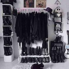 Emo Bedroom, Grunge Bedroom, Room Design Bedroom, Room Ideas Bedroom, Bedroom Decor, Dark Home Decor, Goth Home Decor, Sala Grunge, Punk Room
