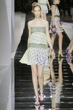 Valentino Spring 2008 Ready-to-Wear Collection Photos - Vogue