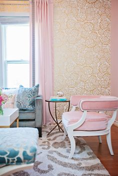 Maybe a little too much going on here with the velvet chair, velvet quatrefoil pillows, gold metallic wall paper, and patterned rug. I'm not sure where my eye wants to go first, but I do want to run my hands over every surface in this living room! Interior Design Inspiration, Room Inspiration, Le Jolie, My New Room, Beautiful Interiors, Home And Living, Home Projects, Living Spaces, Living Rooms