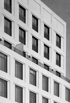 Leipziger Platz office and apartment building by Kleihues+Kleihues.