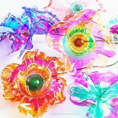 Recycled Plastic Flowers Art and Science Project Recycled Flower Closeup Left Brain Craft Brain Plastic Cup Crafts, Plastic Bottle Art, Plastic Bottle Flowers, Plastic Cups, Fun Crafts For Kids, Projects For Kids, Art For Kids, Arts And Crafts, Diy Crafts
