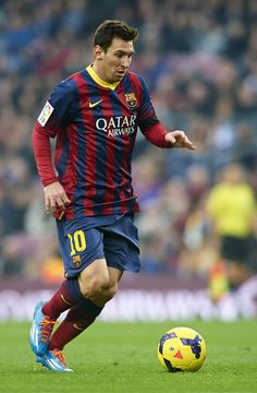 Lionel Messi of FC Barcelona runs with the ball during the La Liga match between FC Barcelona and Valencia CF at Camp Nou on February 1, 2014 in Barcelona, Catalonia.