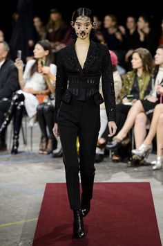 Givenchy Fall 2015 Ready-to-Wear Collection  - ELLE.com