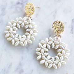 Diy bead jewellery making . Seed Bead Jewelry, Bead Jewellery, Seed Bead Earrings, Diy Earrings, Jewellery Making, Diy Schmuck, Schmuck Design, Beaded Earrings Patterns, Beaded Bracelets