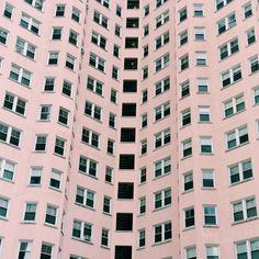 Algunas fachadas de edificios de L.A. lucieron el color pantone 2016. ¡Viva el Rose Quartz!