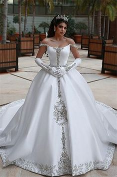 Ball gown wedding dress is a classic silhouette for bridal wear. Yesbabyonline online shop offers custom made ball gown wedding dress 2020 at affordable prices for all bride-to-be. Stunning Wedding Dresses, Long Wedding Dresses, Perfect Wedding Dress, Bridal Dresses, Wedding Gowns, Modest Wedding, Lace Wedding, Dream Wedding, Prom Dresses