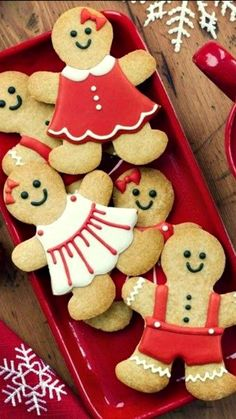 Delicious Gingerbread Cookies Recipe ~ These gingerbread men (and women) make great Christmas gifts too