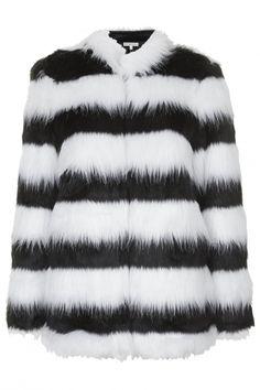 Χριστούγεννα  Οι καλύτερες γούνες για τις πιο glamorous εμφανίσεις White  Fur ca078d05f6a