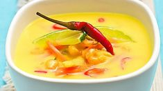 Thajská kuřecí polévka Tom Kha Gai a este viac azijskych polievok Thai Recipes, Asian Recipes, Soup Recipes, Healthy Recipes, Good Food, Yummy Food, Tasty, Yummy Yummy, Asian Cooking